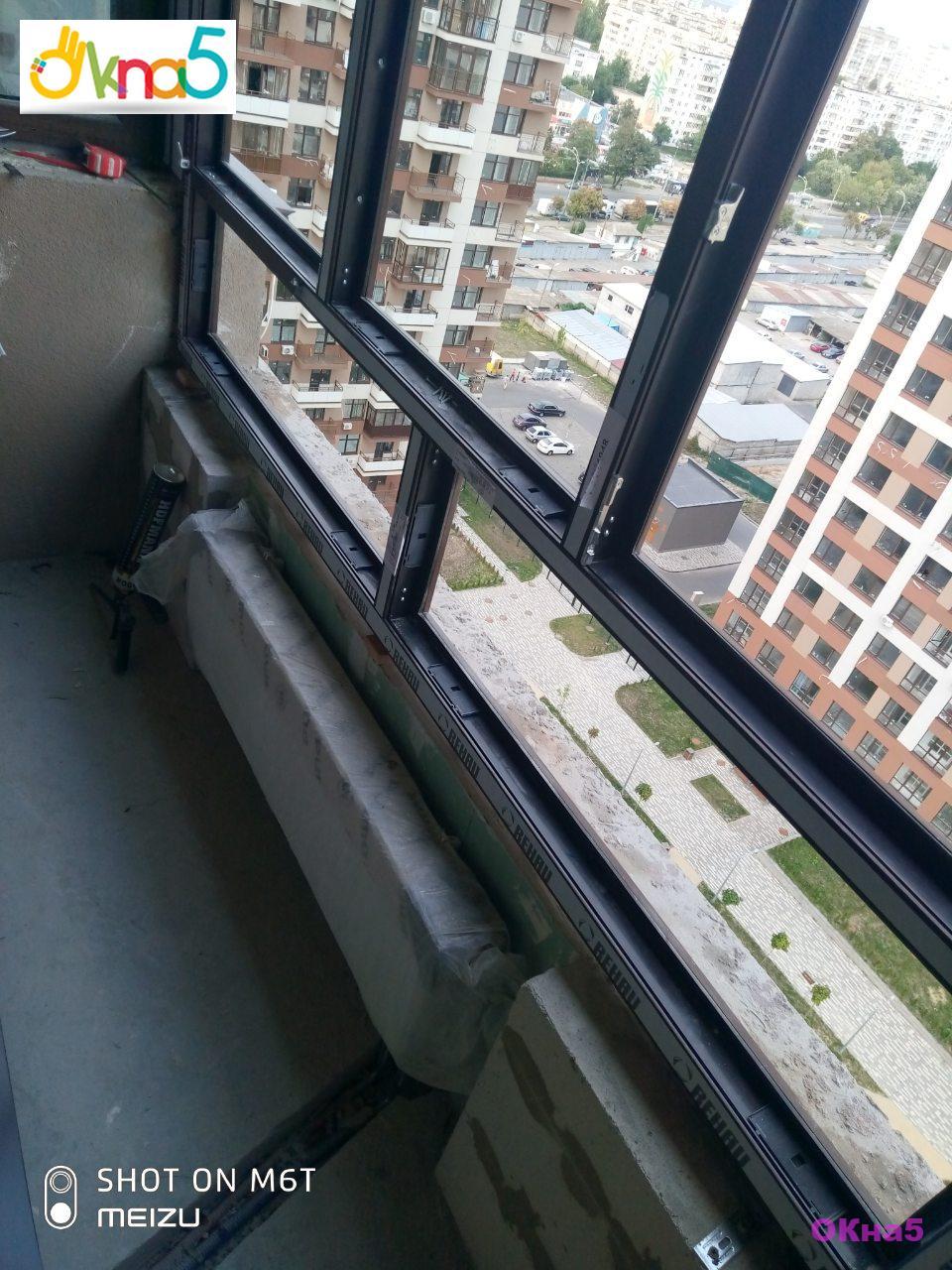 Остекление балкона в ЖК Варшавский Микрорайон окнами ламинированными Rehau